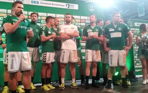 SC DHfK Leipzig auf der Fan-Bühne der Arena Leipzig nach dem Match gegen Füchse Berlin - Foto: SPORT4FINAL
